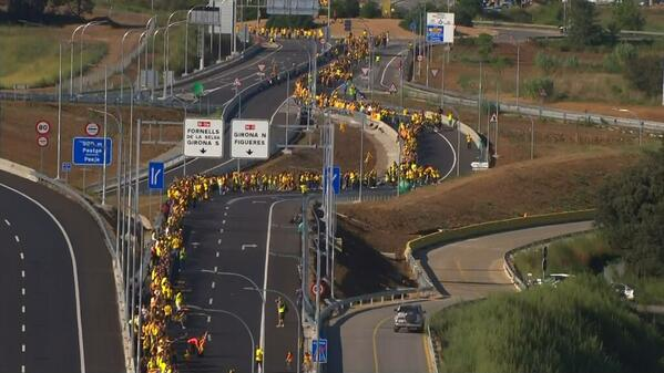 400 kms Human Chain for Independence for Catalonia completed #CatalanWay